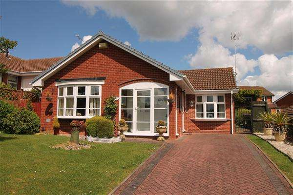 2 Bedrooms Bungalow for sale in Milford Close, Walkwood, Redditch, Walkwood, Redditch