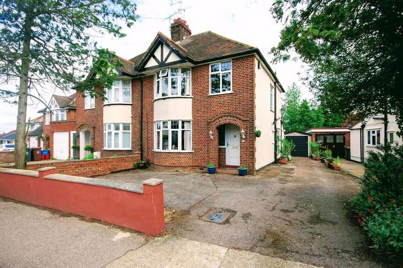 3 Bedrooms Semi Detached House for sale in Fairview Road, Old Town, Stevenage