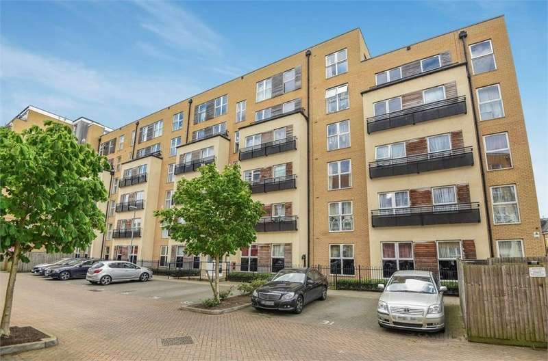 2 Bedrooms Flat for sale in Langtry Court, Lanadron Close, Isleworth, Greater London
