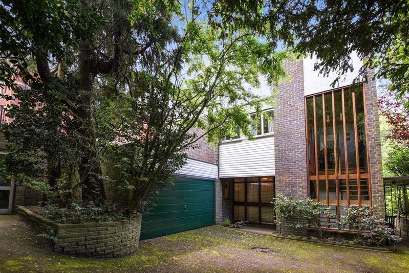 4 Bedrooms Detached House for sale in Yester Road Chislehurst BR7