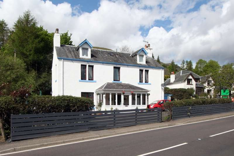 5 Bedrooms Detached House for sale in Main Street, Lochearnhead, Perthshire, FK19 8PR