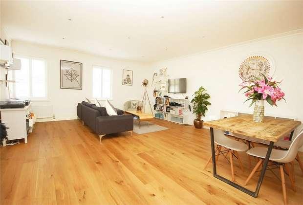 2 Bedrooms Flat for sale in Mount Mews, Hampton