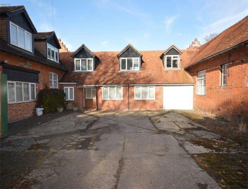 4 Bedrooms Country House Character Property for sale in 9 Newton Hall, Great Dunmow