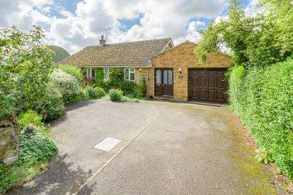 3 Bedrooms Bungalow for sale in High Street, Pavenham, Bedford, Bedfordshire