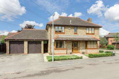 House for sale in Pembroke Close, Marston Moretaine, Bedford, Bedfordshire
