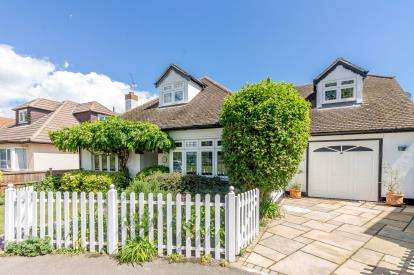 4 Bedrooms Detached House for sale in Southend-On-Sea, Essex, United Kingdom