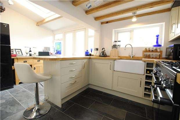 2 Bedrooms Terraced House for sale in Greenbank Road, Southville, Bristol, BS3 1RH