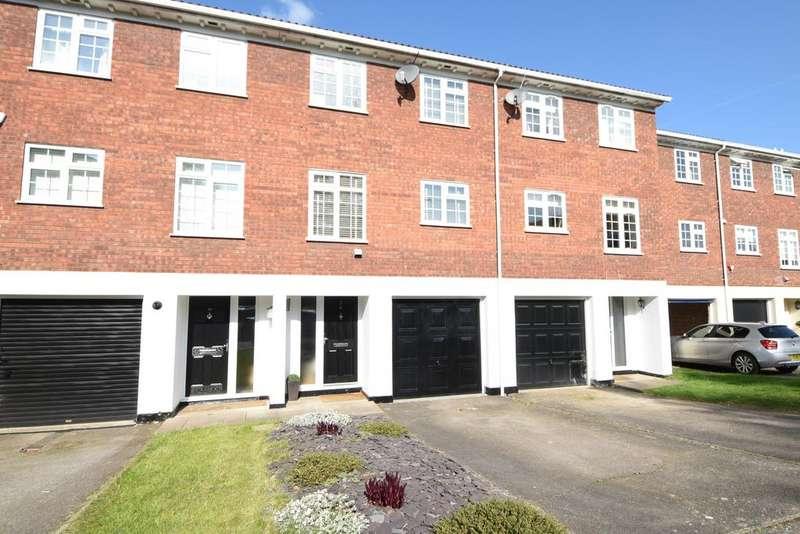 3 Bedrooms Town House for sale in Hillcrest, Weybridge, Surrey, KT13