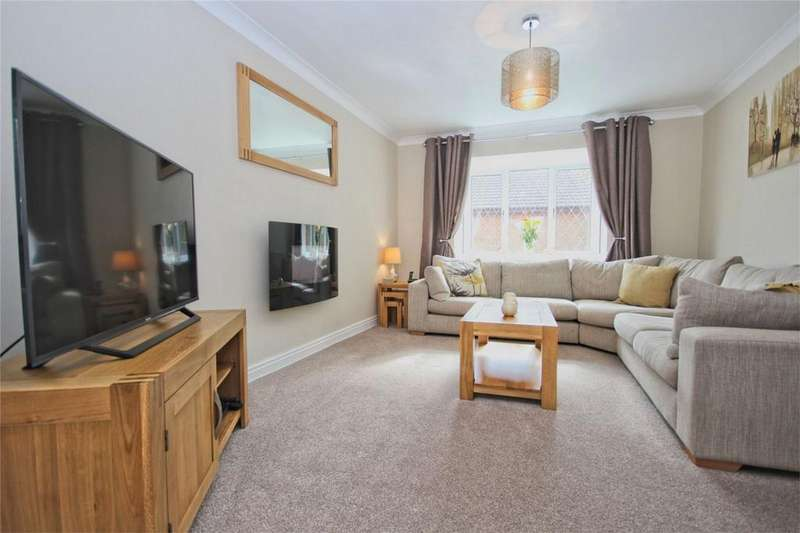 3 Bedrooms Semi Detached House for sale in Pelham Close, Beverley, East Riding of Yorkshire, East Riding