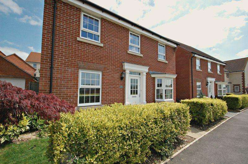 4 Bedrooms Detached House for sale in Beckless Avenue, CLANFIELD, Hampshire, PO8
