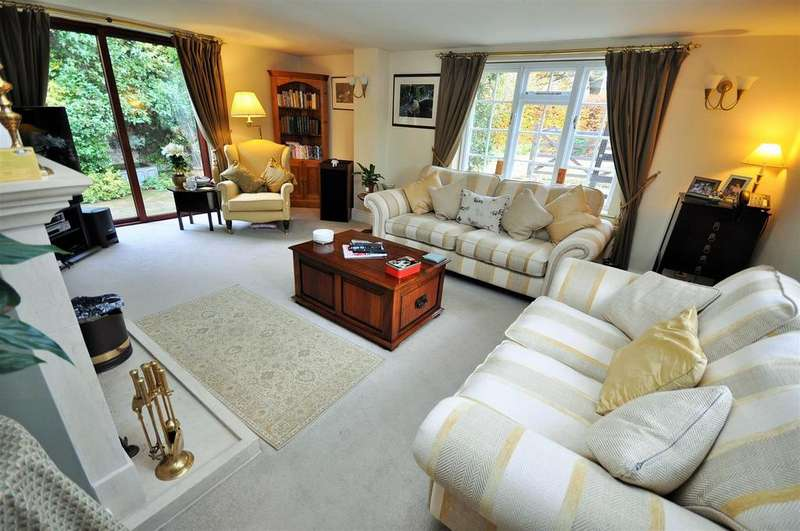 4 Bedrooms Detached House for sale in Upper Helmsley Road, Sand Hutton, York