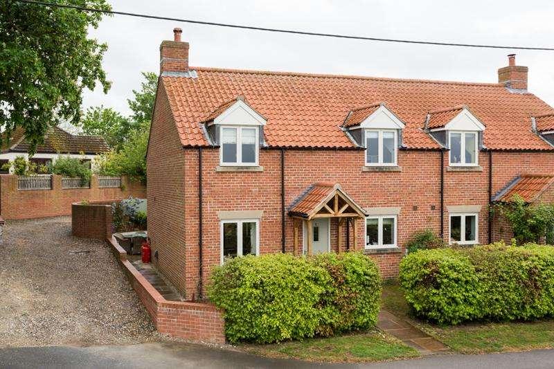 3 Bedrooms Semi Detached House for sale in Scagglethorpe, Malton YO17