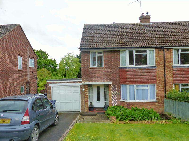 3 Bedrooms Semi Detached House for sale in Hillside Road, Marlow