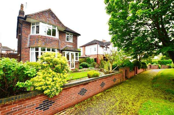 3 Bedrooms Detached House for sale in Seabridge Road, Westlands, Newcastle-under-Lyme