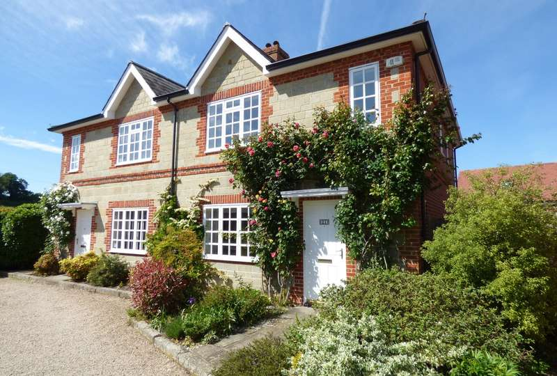 2 Bedrooms Retirement Property for sale in Cowdray Court, North Street, Midhurst, GU29