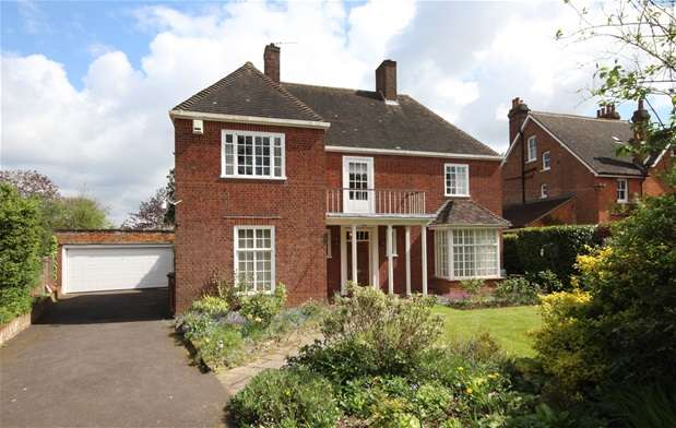 3 Bedrooms House for sale in Longcroft Avenue, Harpenden