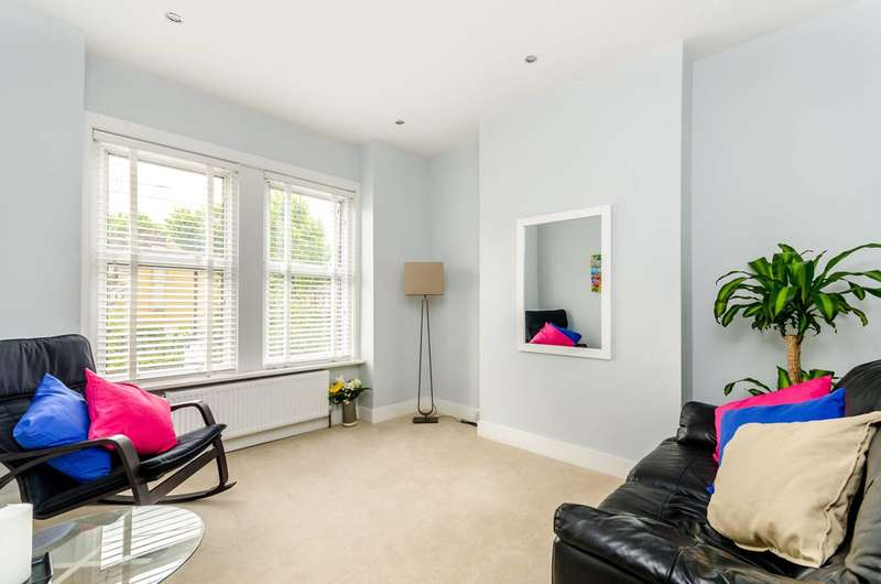 2 Bedrooms Maisonette Flat for sale in Aylesbury Road, Elephant and Castle, SE17