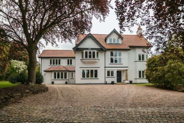 6 Bedrooms Detached House for sale in Oakmere, Park Drive, Hale