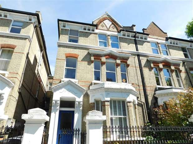 2 Bedrooms Flat for sale in St. Andrews Square, Surbiton