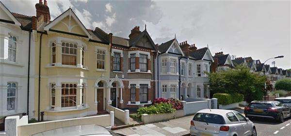 3 Bedrooms Terraced House for sale in Harbord Street, Fulham, London