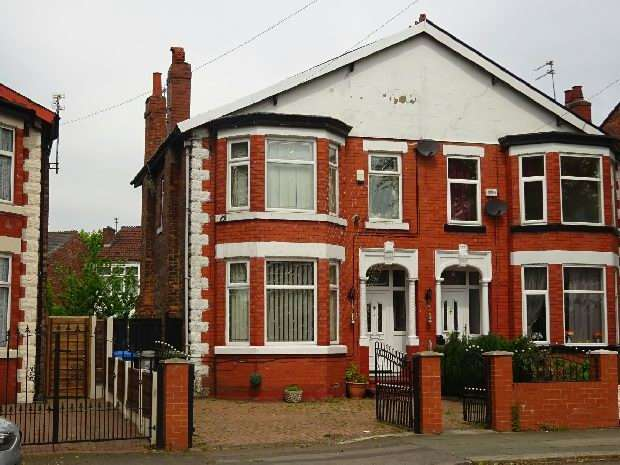 3 Bedrooms Semi Detached House for sale in Upper Chorlton Road, Old Trafford, Manchester