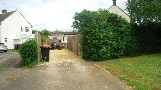 2 Bedrooms Bungalow for sale in Preston Road, Toddington