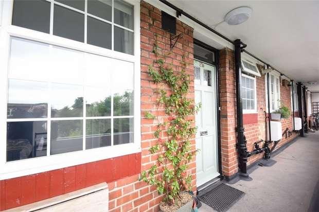 2 Bedrooms Flat for sale in Popesgrove Mansions, Heath Road, Twickenham