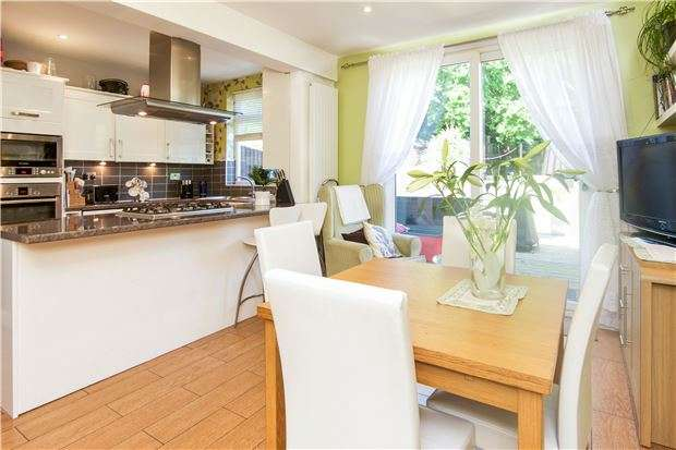 3 Bedrooms Terraced House for sale in Lavender Avenue, KINGSBURY, NW9 8HD
