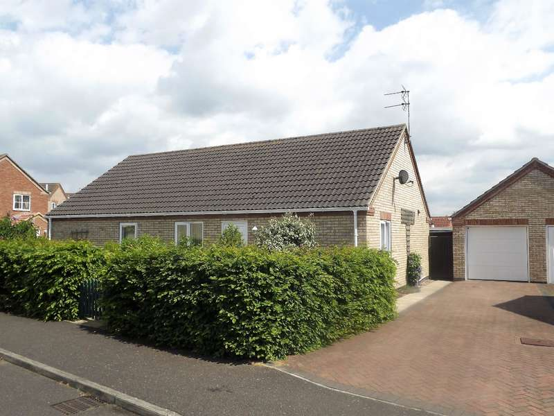3 Bedrooms Bungalow for sale in Harness Drive, Tattershall, Lincoln, LN4 4HB