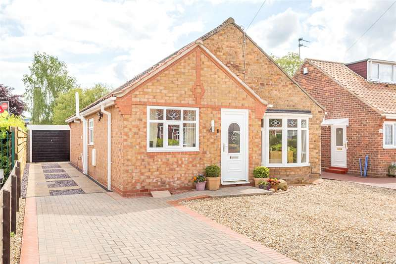 3 Bedrooms Detached Bungalow for sale in Whitby Avenue, York, YO31