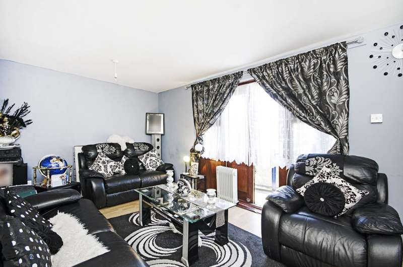 3 Bedrooms Flat for sale in Overbury Street, Clapton, E5