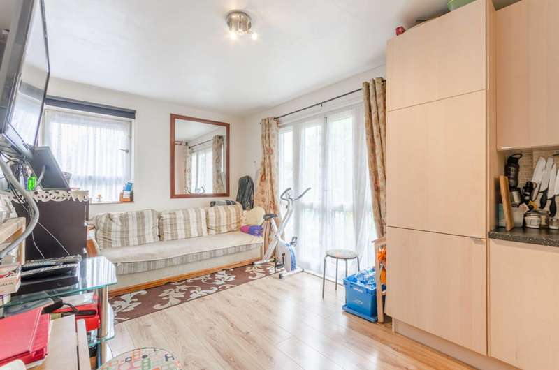 2 Bedrooms Flat for sale in Beech Hall Road, Chingford, E4