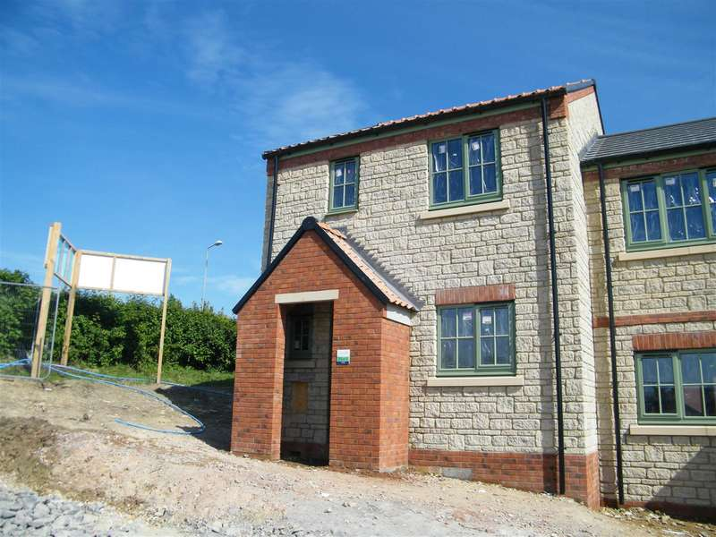 3 Bedrooms Semi Detached House for sale in Sand Pit Road, Calne