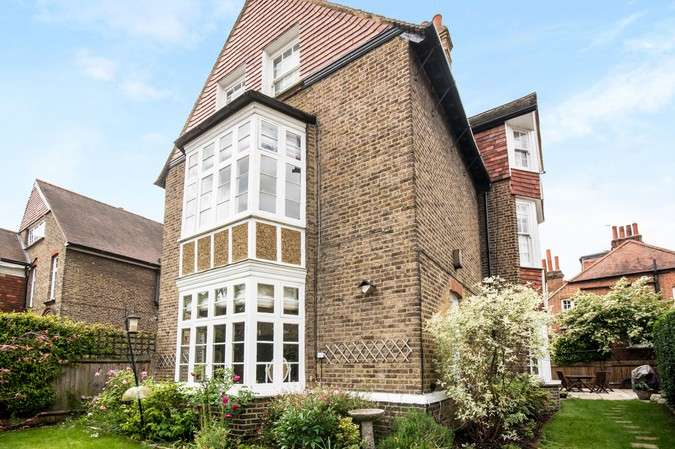 2 Bedrooms Flat for sale in The Avenue, Bedford Park