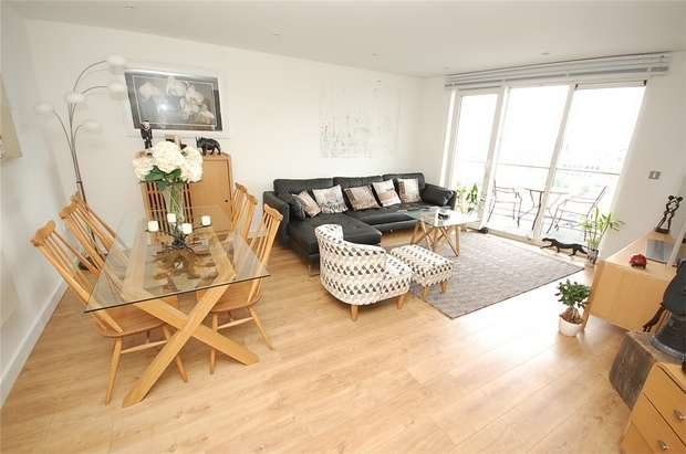 2 Bedrooms Flat for sale in 31 The Quays, SALFORD, Greater Manchester