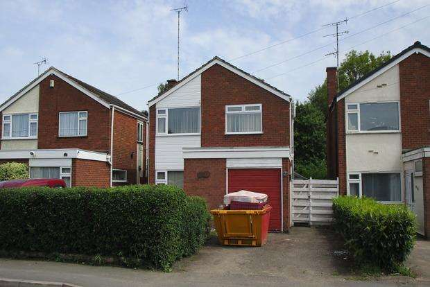 3 Bedrooms Detached House for sale in Cambridge Road, Whetstone, Leicester, LE8