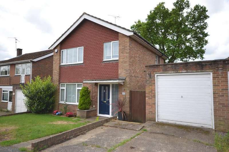 3 Bedrooms Detached House for sale in Woodbourne, Farnham