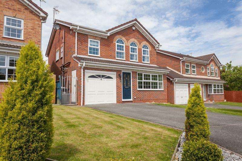 4 Bedrooms Detached House for sale in Petworth Close, Wistaston