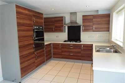 3 Bedrooms Town House for rent in Goddard Court, Mapperley Plains, NG3 5RP
