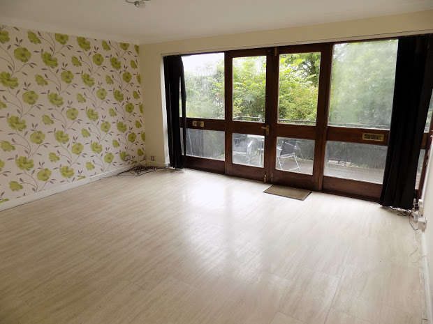 2 Bedrooms Flat for sale in View Drive, Dudley, DY2