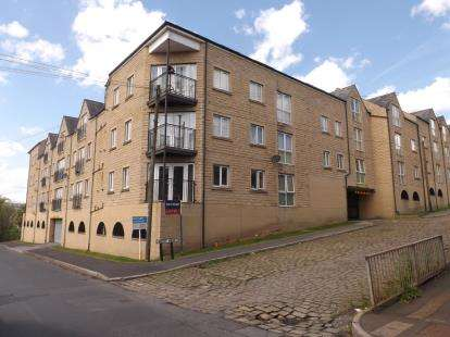 2 Bedrooms Flat for sale in Winchester Court, West View, Halifax, West Yorkshire