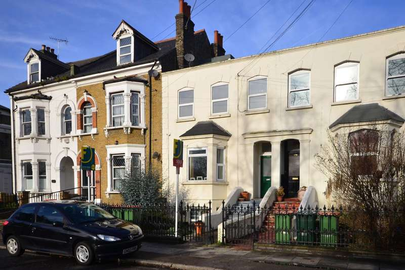 2 Bedrooms Flat for sale in Ham Park Road, Stratford, E7