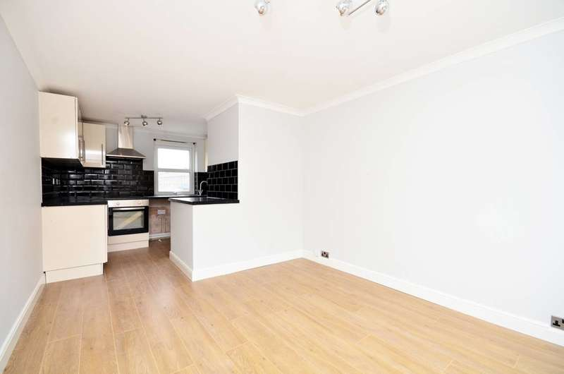 2 Bedrooms Flat for sale in Roman Way, Islington, N7