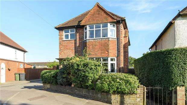 3 Bedrooms Detached House for sale in Old Farm Road, Guildford, Surrey
