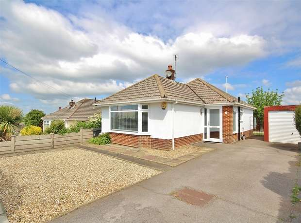 2 Bedrooms Detached Bungalow for sale in Haymoor Road, Oakdale, POOLE, Dorset