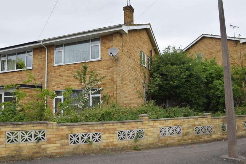 3 Bedrooms Semi Detached House for sale in EASTWOOD ROAD NORTH, LEIGH ON SEA SS9