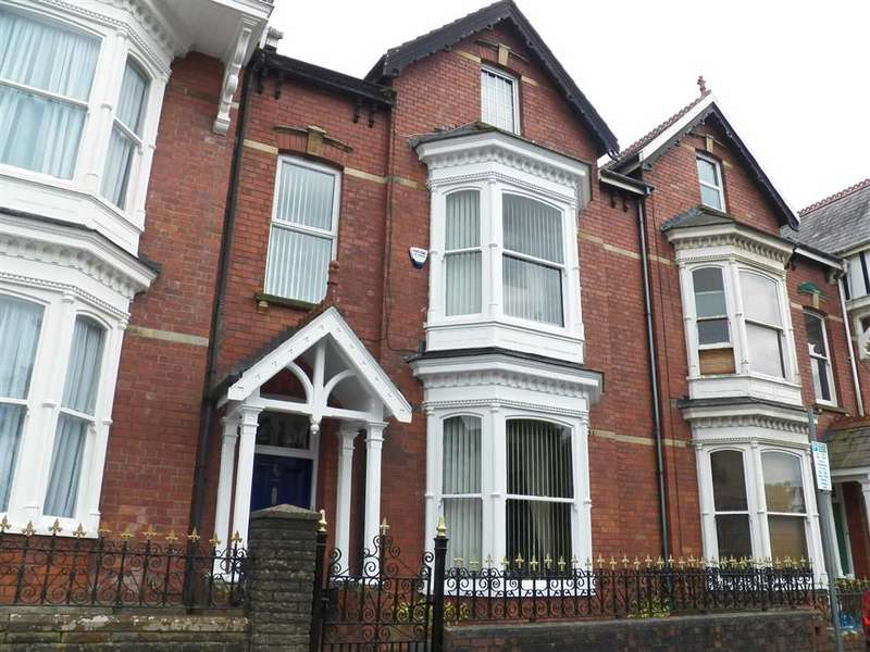 5 Bedrooms Town House for sale in Goring Road, Llanelli