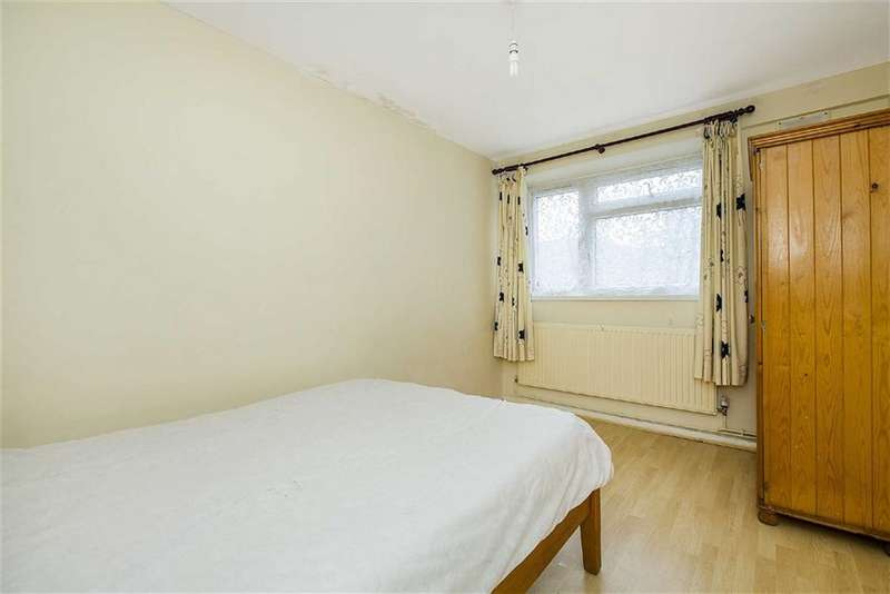 2 Bedrooms Flat for sale in Gauden Road, LONDON