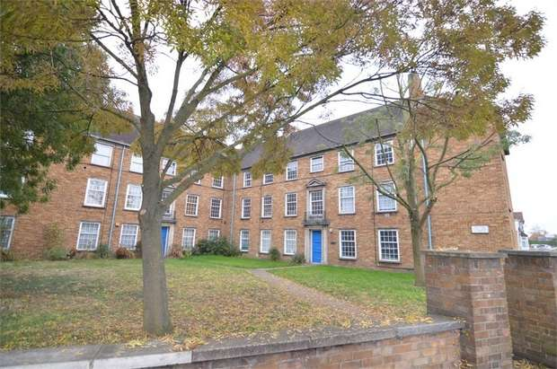 2 Bedrooms Flat for sale in Great Cambridge Road, Enfield, Middlesex