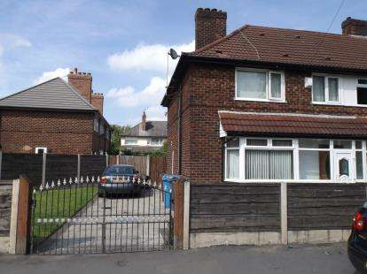 3 Bedrooms End Of Terrace House for sale in Moorcroft Road, Manchester, Greater Manchester